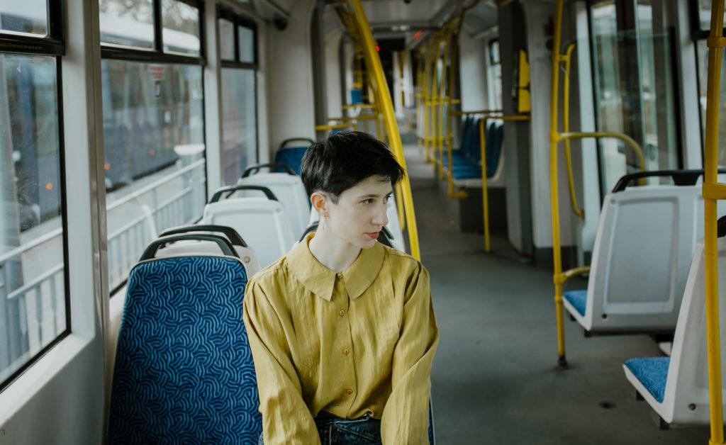 dziewczyna w tramwaju
